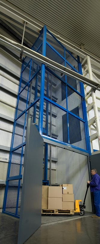 Instal·lació de plataforma de càrrega a Santa Coloma