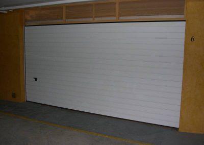 Instal·lació de porta seccional per Ascensors Soler