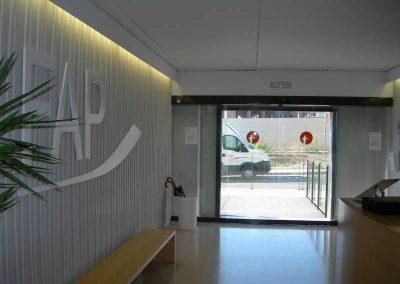 Instal·lació porta automàtica a la Fundació Privada Auria