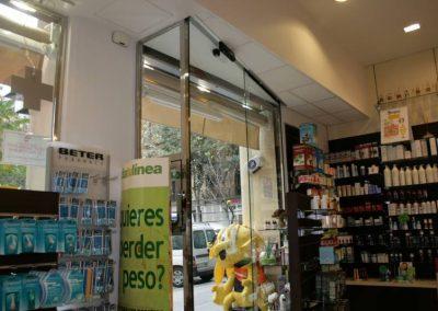 Porta automàtica instal·lat en Farmàcia Massó