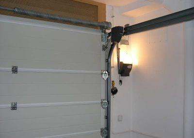 Porta seccional instal·lat
