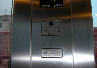 Vista interna ascensor estació Vilassar de Mar