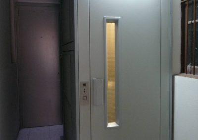 ascensor oleodinàmic sense cambra maquinaria amb estructura metàl·lica