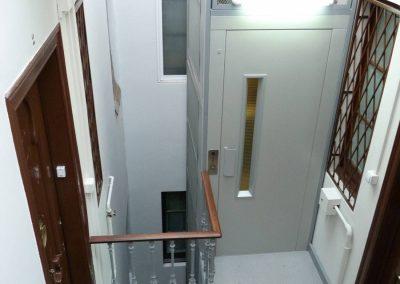 ascensor oleodinàmic sense cambra maquinaria a Barcelona