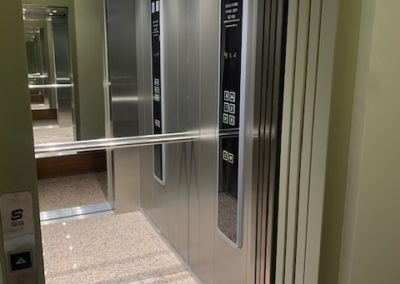 Sustitución completa de ascensor en c/Puig-Reig, 7 de Barcelona.
