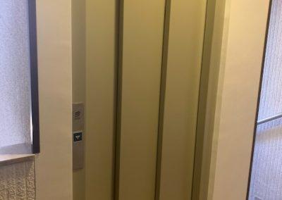 Substitucio complerta d'ascensor al c/Puig-Reig, 7 de Barcelona.